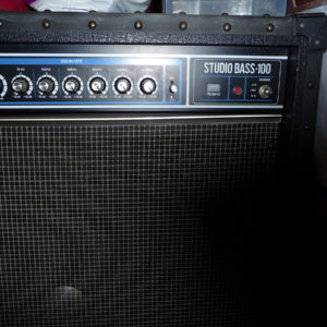 Amplificateur Roland Studio Bass 100 / 100 watts transistor