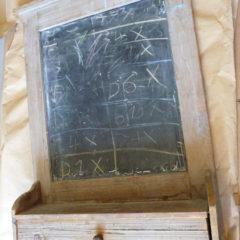 Tableau noir d'école avec tiroir