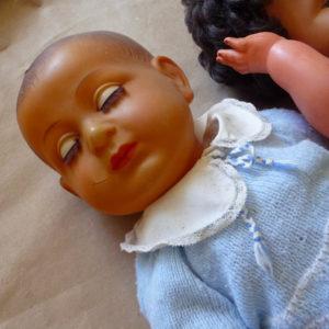 Nombreuses poupées et poupons