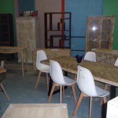 Sélection de tables et bureaux à la grande vente de Emmaüs – Bernes sur Oise