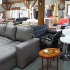 Canapés et fauteuils à la grande vente de Emmaüs – Bernes sur Oise